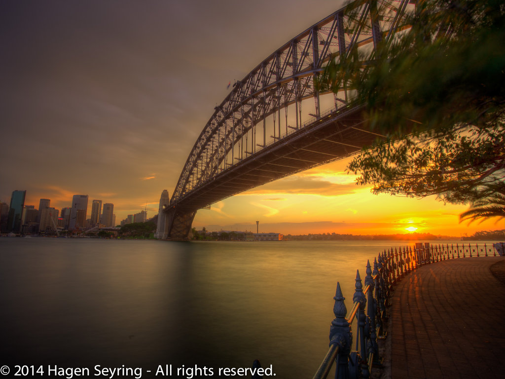 Sydney Harbour Bridge from the nothern side.