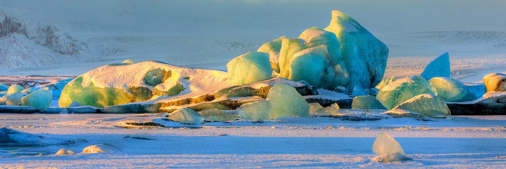 Ice scupltures on the Jökulsárlón-Glacier lagoon, Iceland