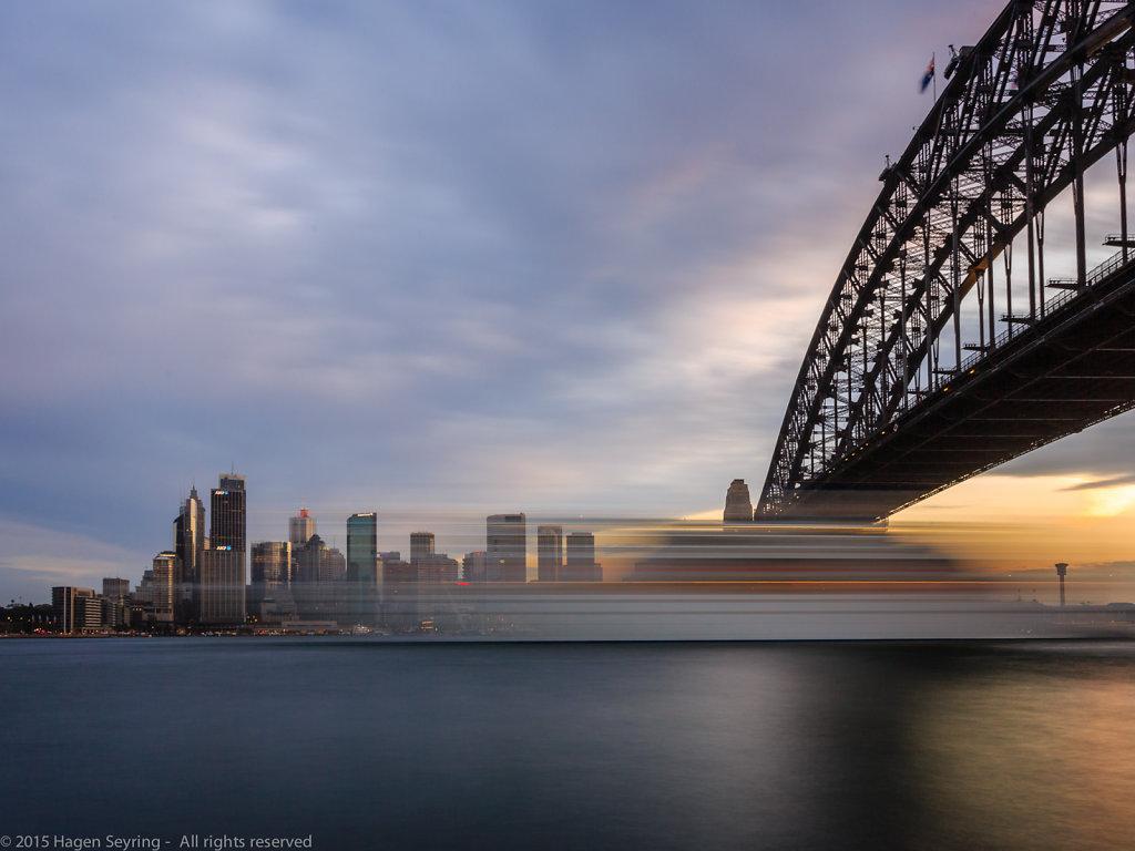Cruiser passing the Sydney Opera House